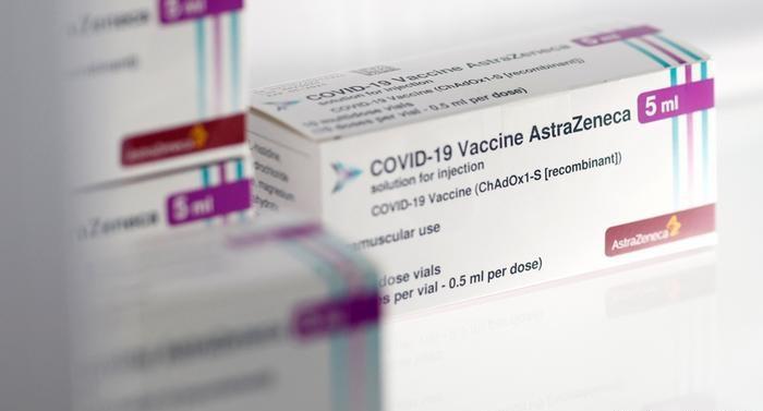 La vacuna contra el Coronavirus de AstraZeneca está siendo cuestionada por los ciudadanos