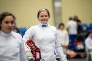 Annika Schleu saliendo alegre de su prueba de esgrima